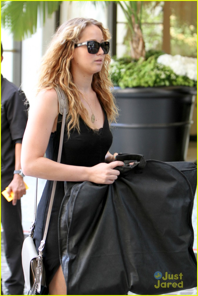 jennifer lawrence garment bag 07