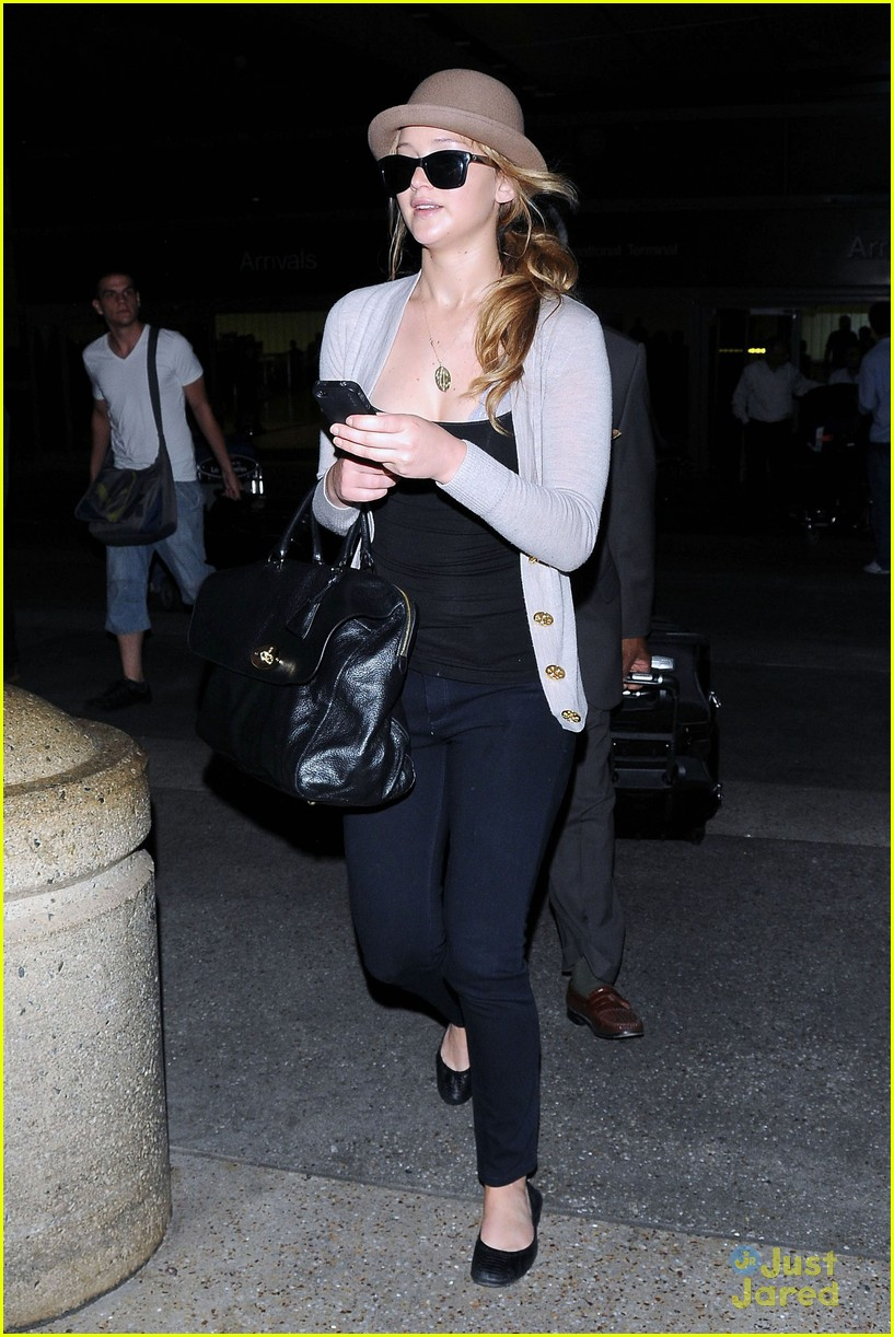 jennifer lawrence lax arrival 01