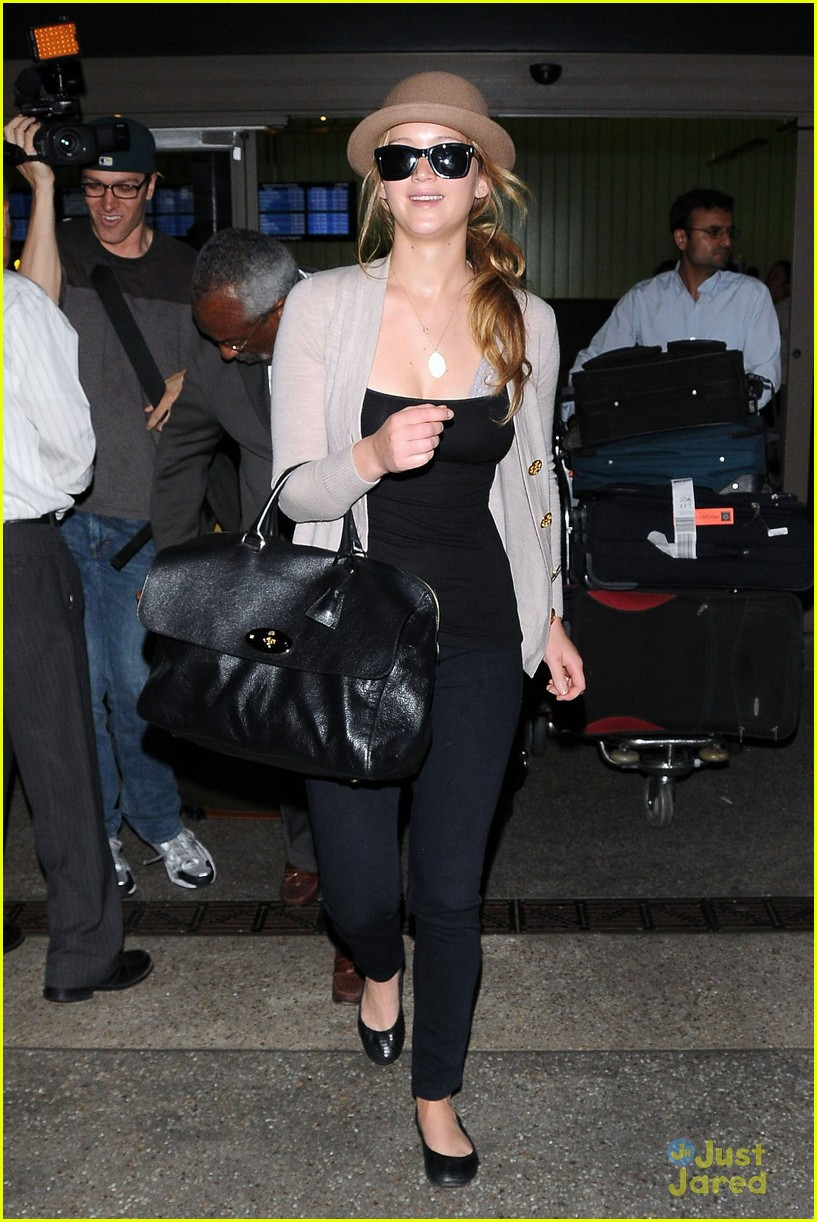 jennifer lawrence lax arrival 08