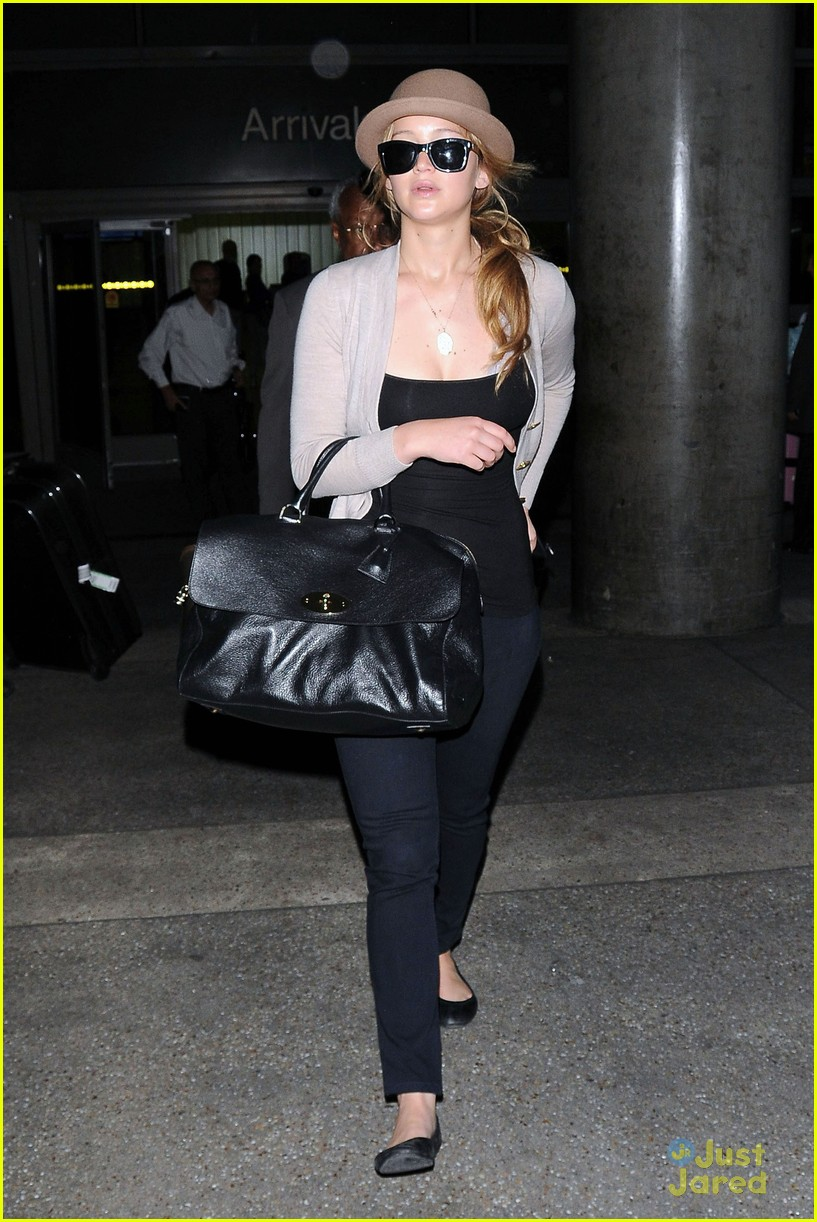 jennifer lawrence lax arrival 14