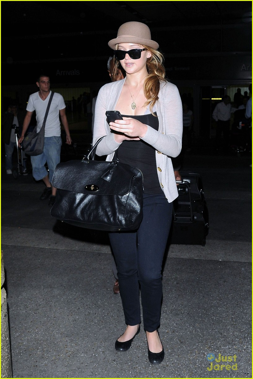 jennifer lawrence lax arrival 15