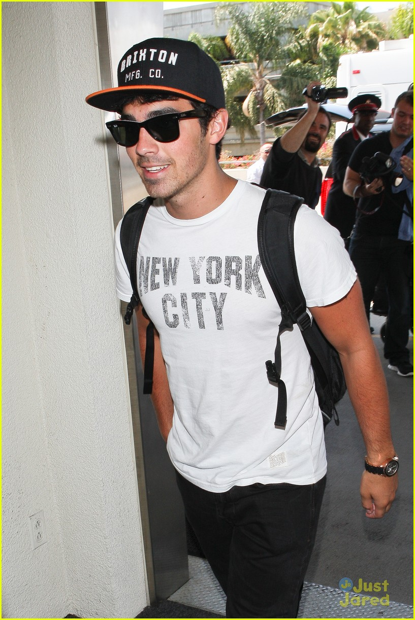 nick joe jonas big apple bound 09