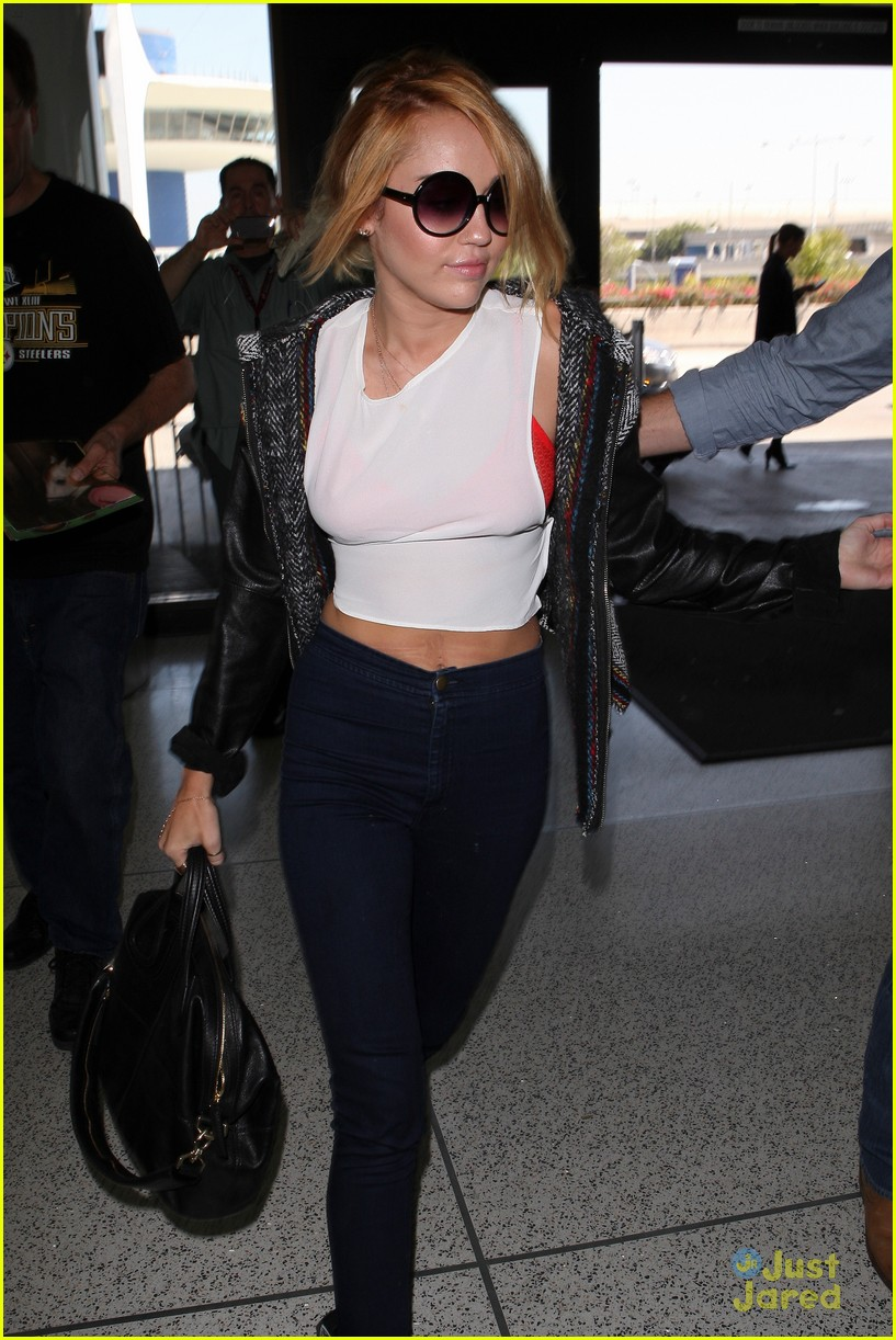 miley cyrus lax arrival 10