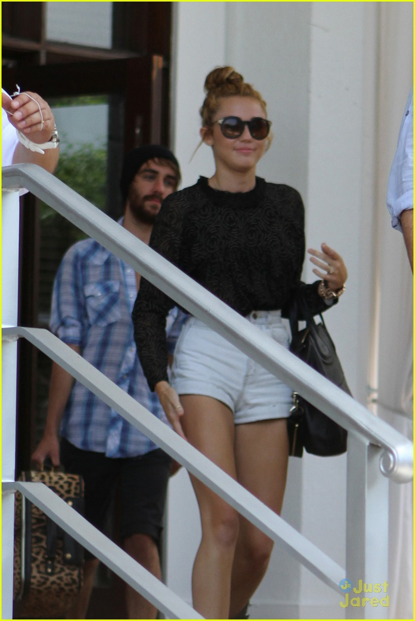 miley cyrus studio hotel 06