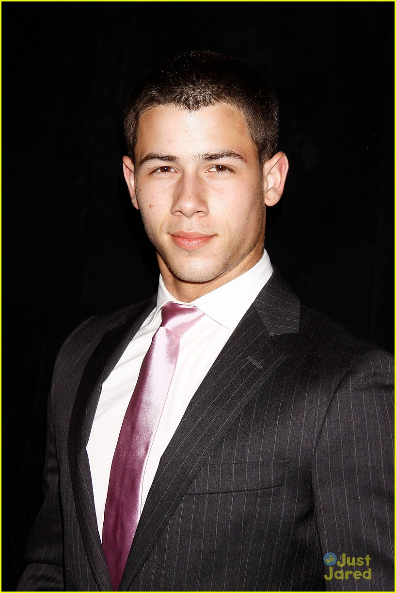 nick jonas tony awards 03