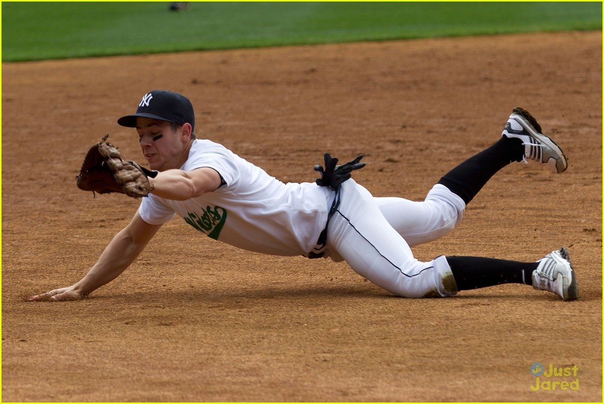 nick jonas wickets baseball 04
