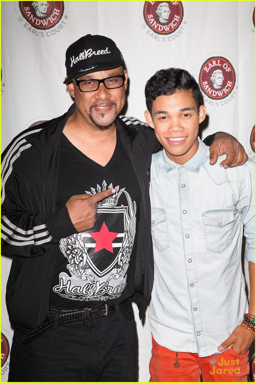 roshon fegan mlb fan cave 01