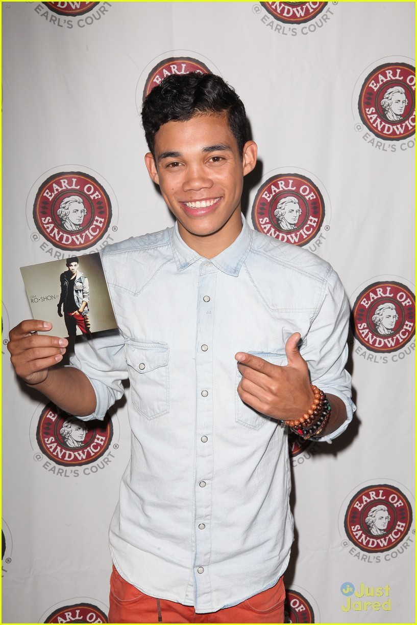 roshon fegan mlb fan cave 04