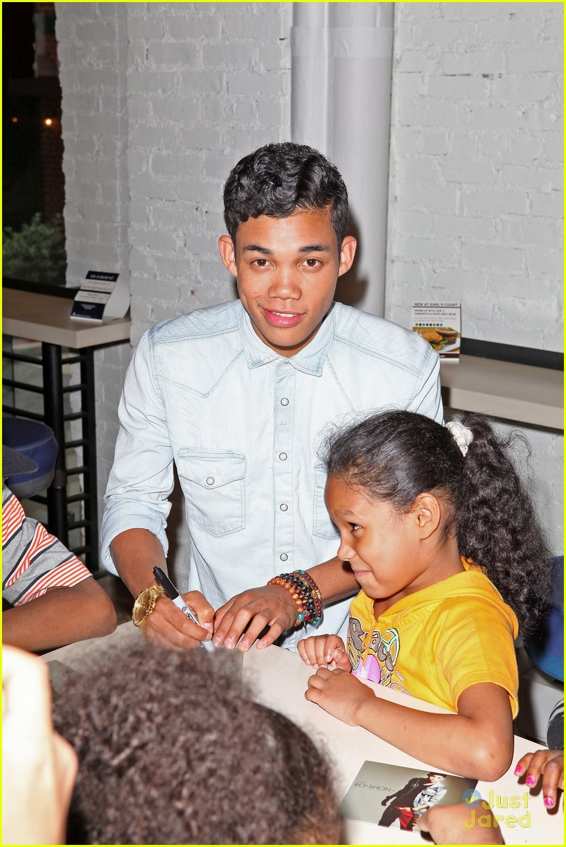 roshon fegan mlb fan cave 12
