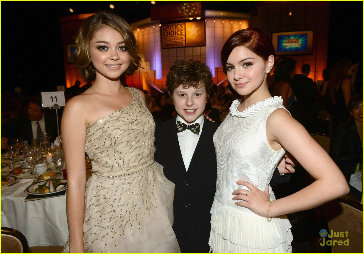 ariel winter sarah hyland critics choice 03