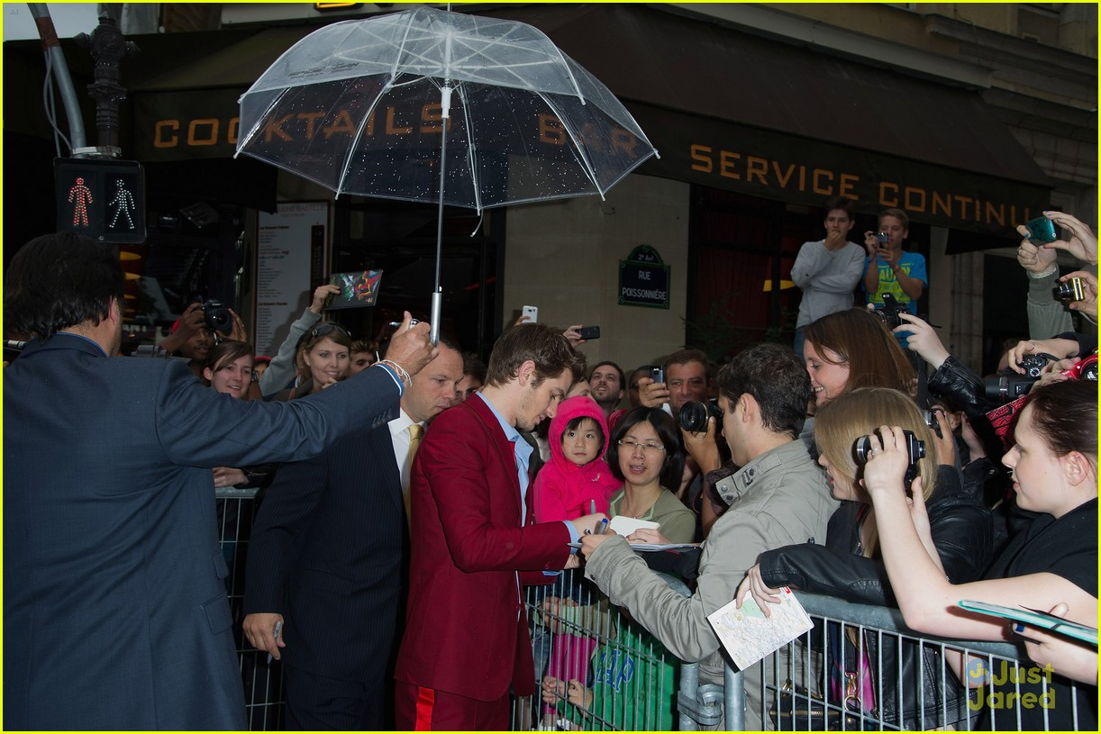 emma stone andrew garfield paris spiderman 07