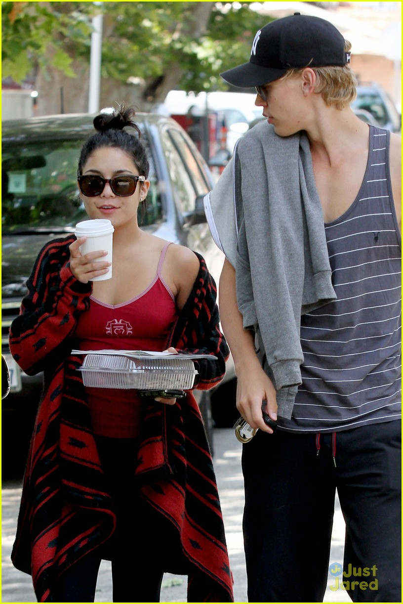 vanessa hudgens austin butler kings road 05