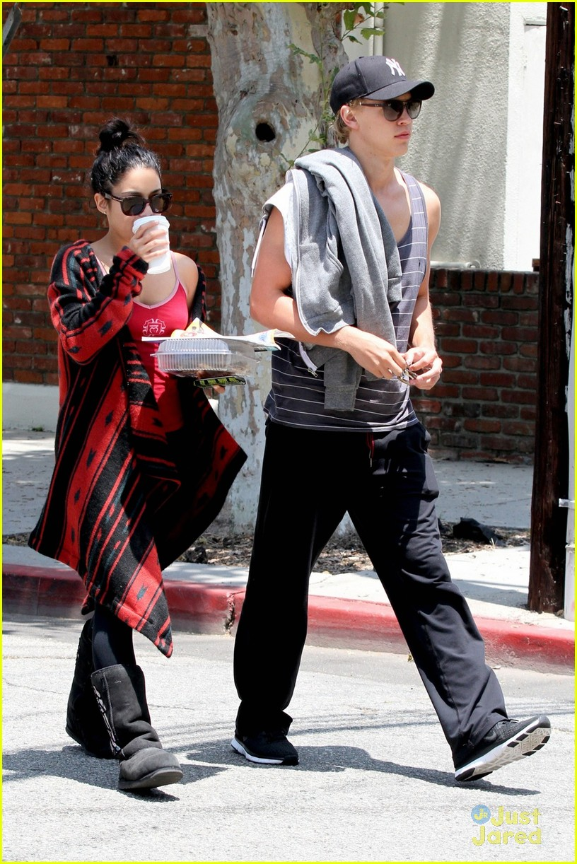 vanessa hudgens austin butler kings road 07