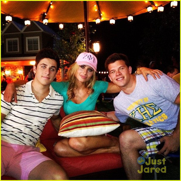 alyson michalka david henrie grown ups 07