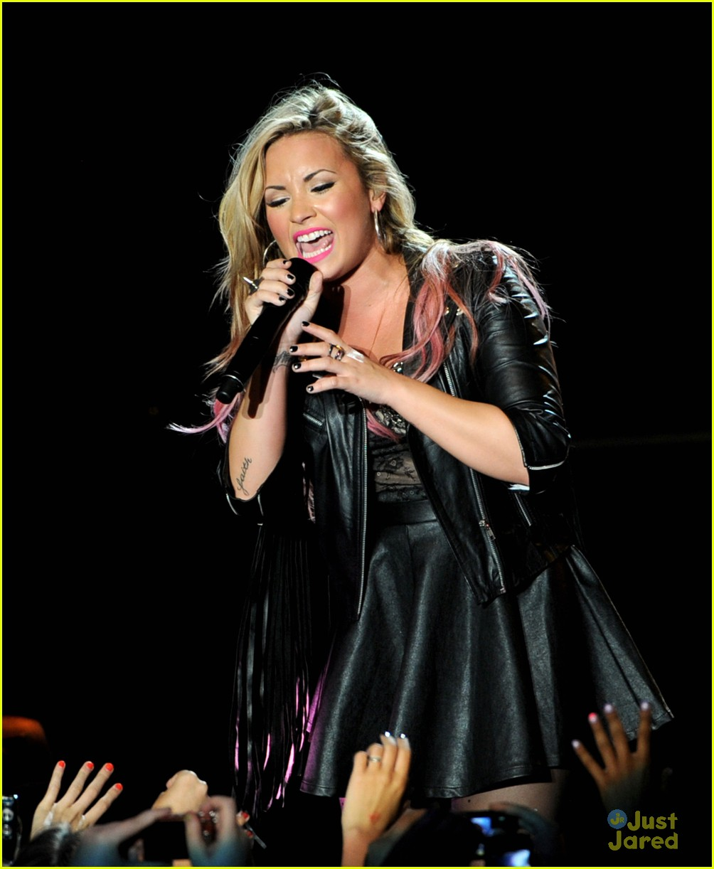 demi lovato greek la concert 04