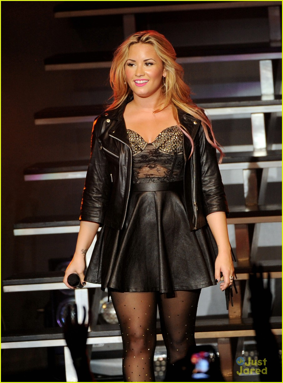 demi lovato greek la concert 06