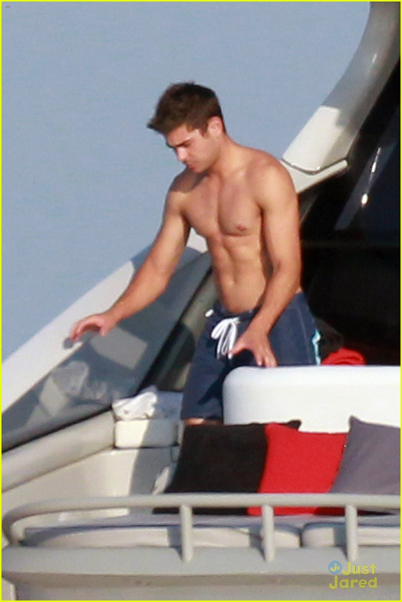 zac efron shirtless july 4 saint tropez 03