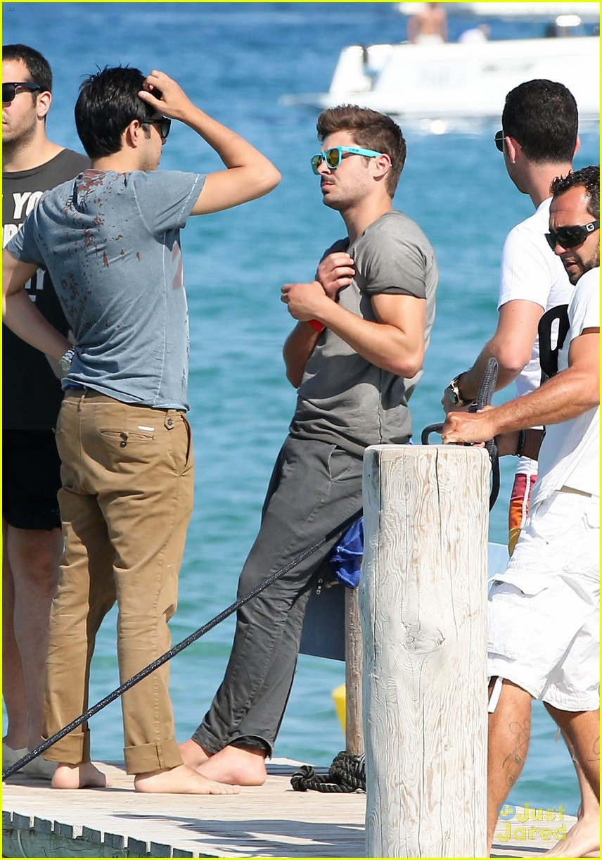 zac efron shirtless july 4 saint tropez 29
