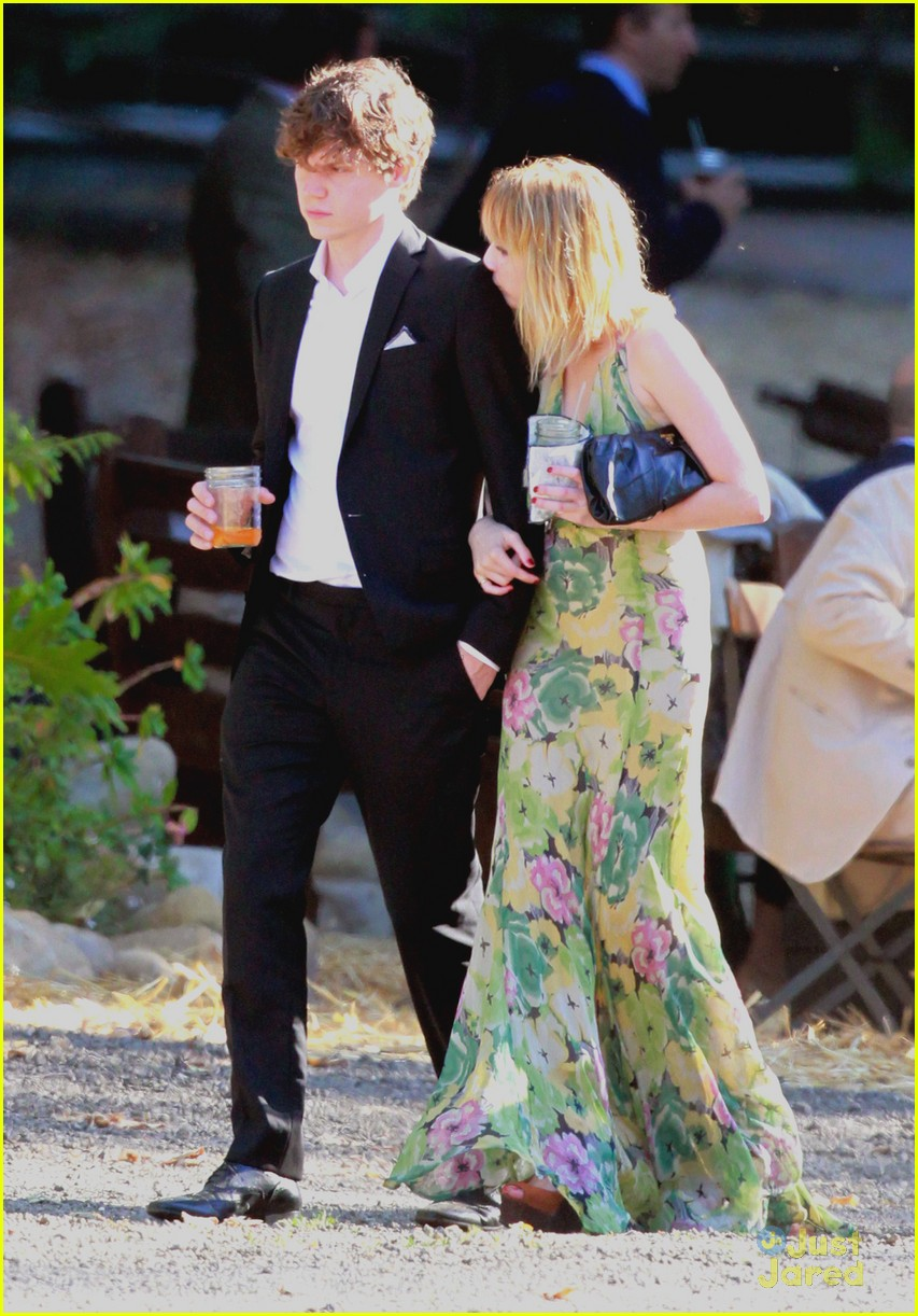 emma roberts emily merritt wedding 04
