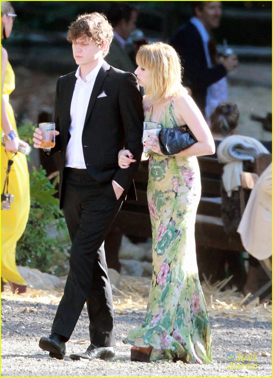 emma roberts emily merritt wedding 07