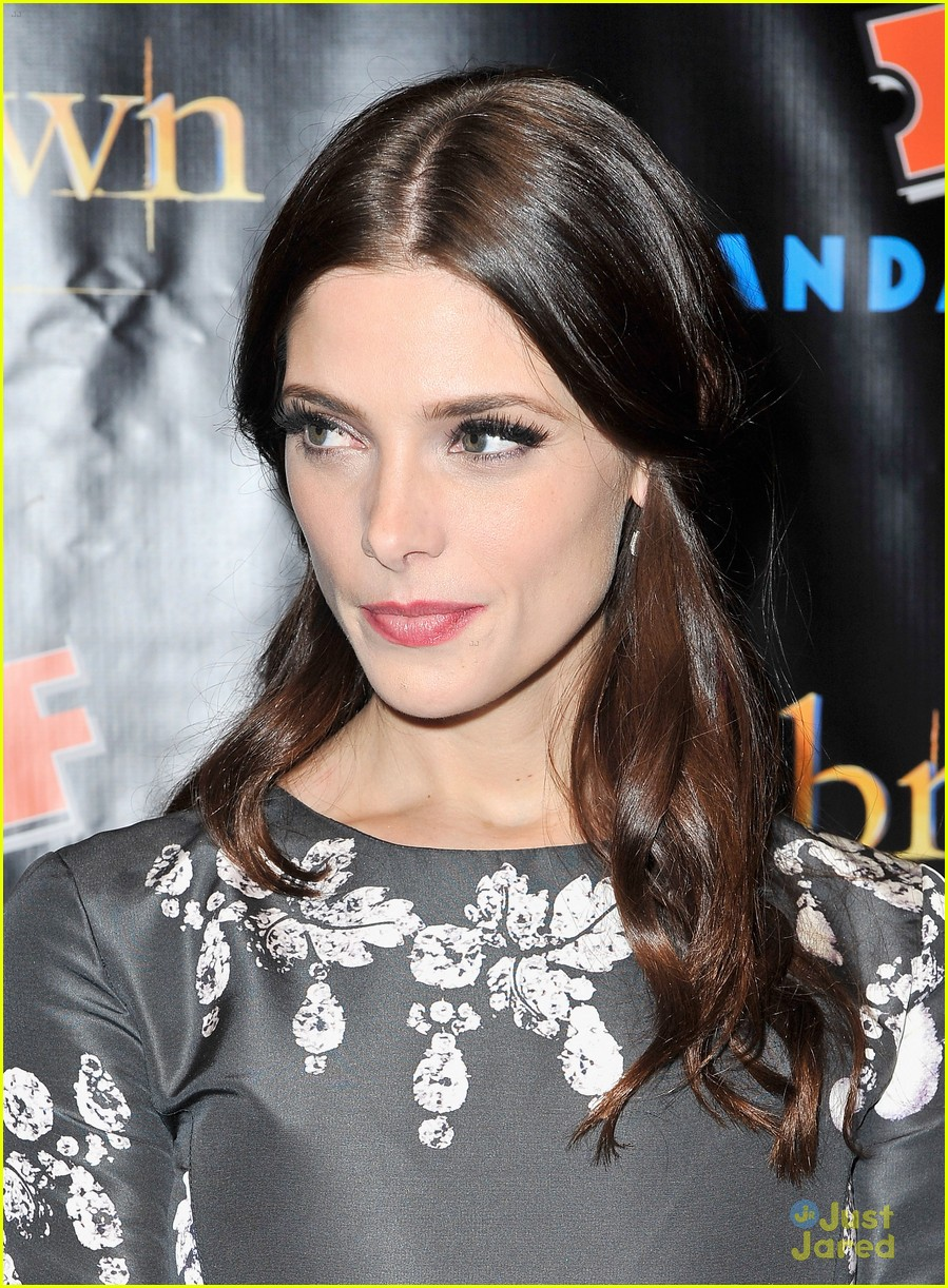 ashley greene comic con twi fan event 02