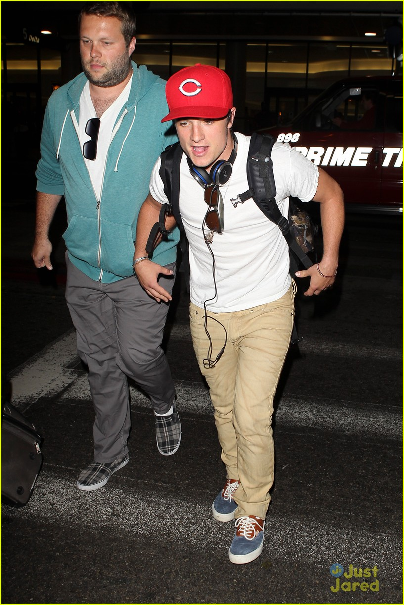 hutcherson lax arrival 02