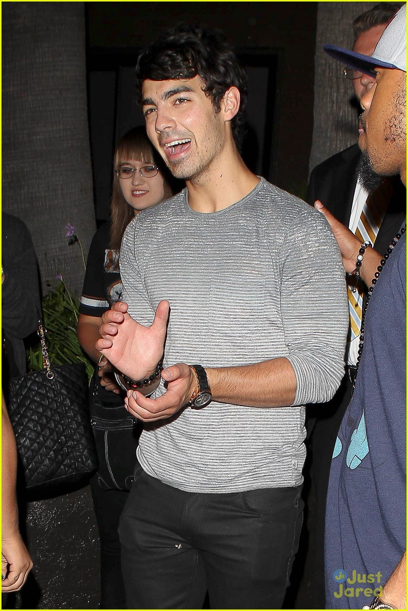 joe jonas mdot finley dinner 02