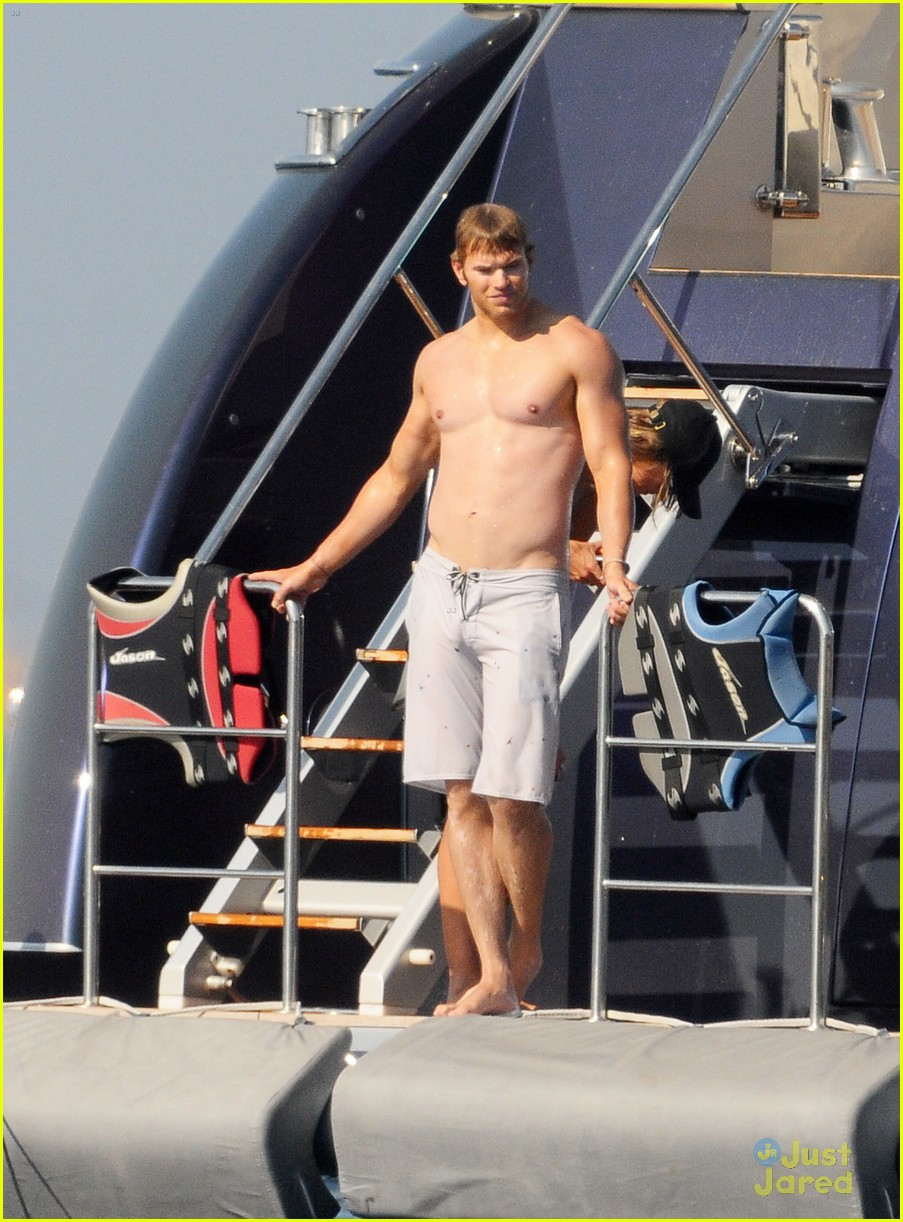 kellan lutz sharni vinson france 03