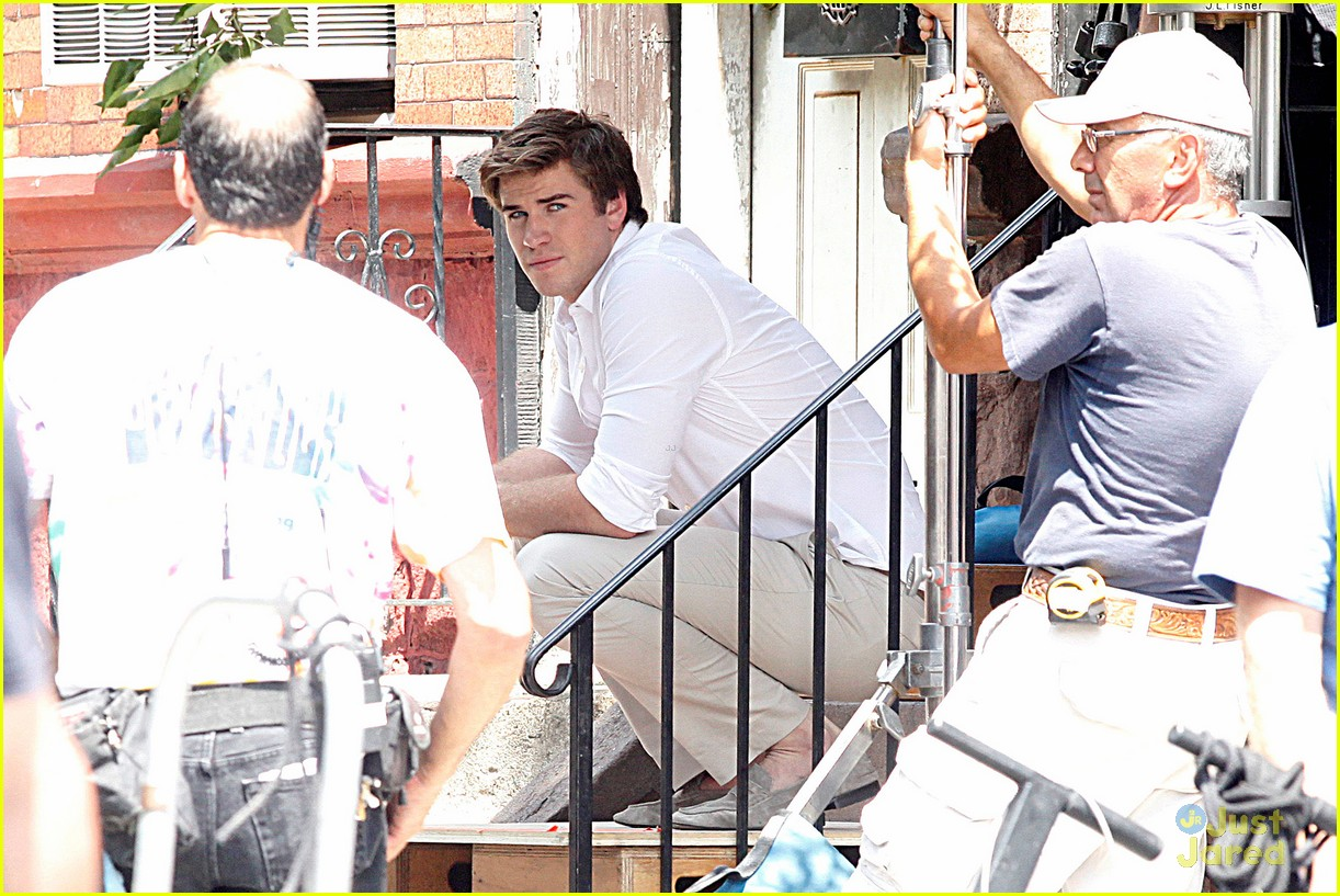 liam hemsworth paranoia film set 03