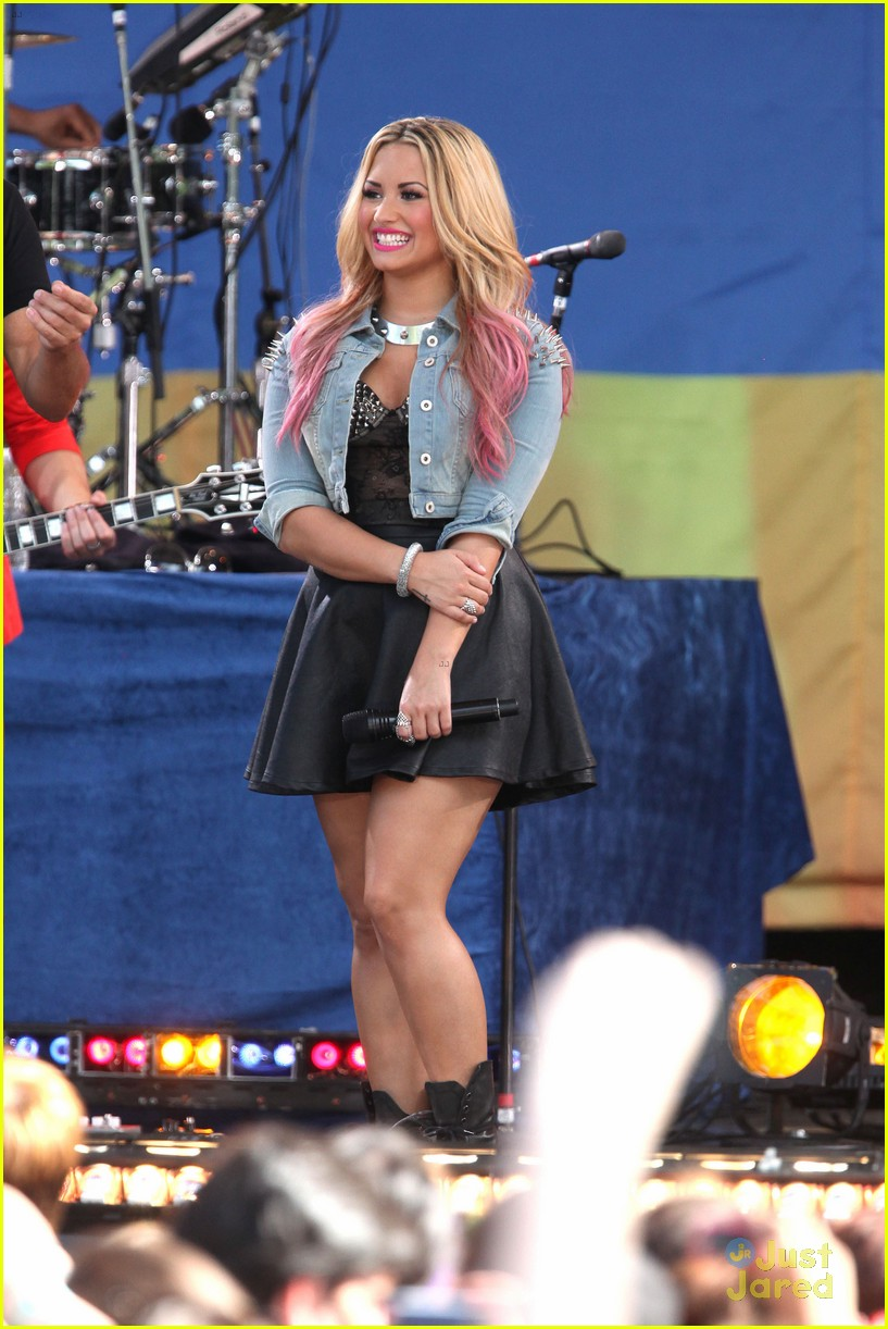 lovato gma concert 08
