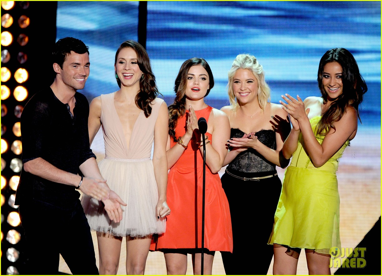 lucy hale teen choice awards 2012 05