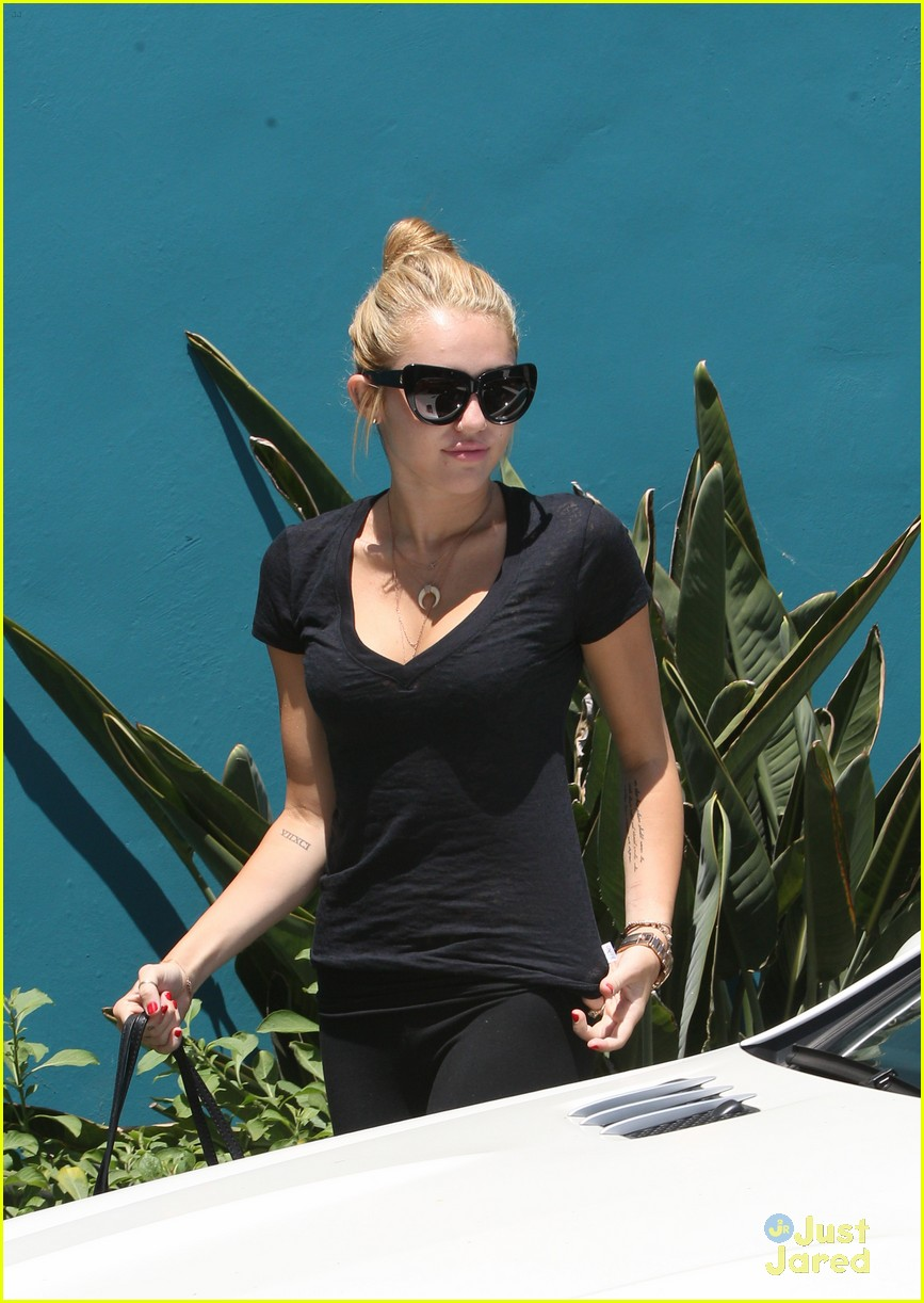 miley cyrus braison hospital 06