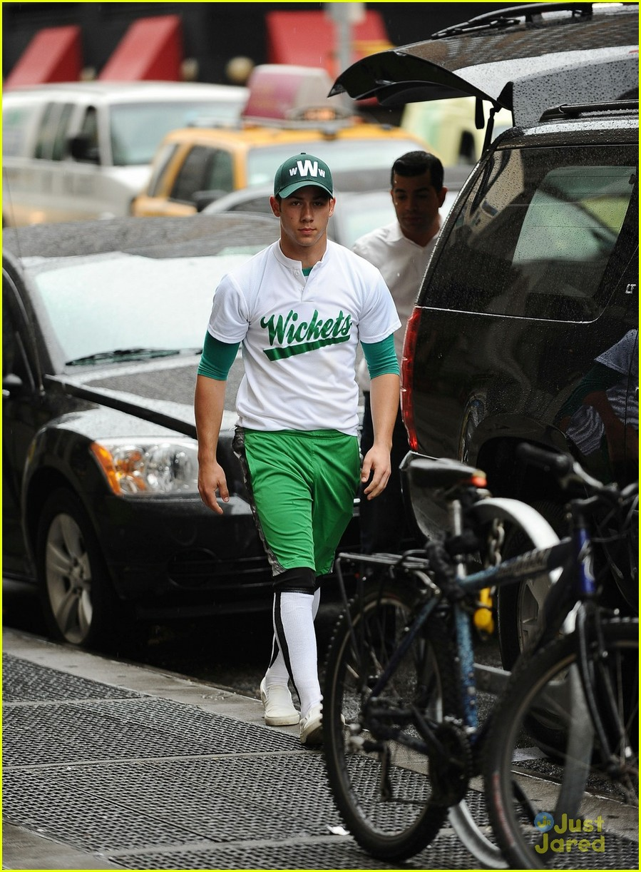 nick jonas wickets nyc 05