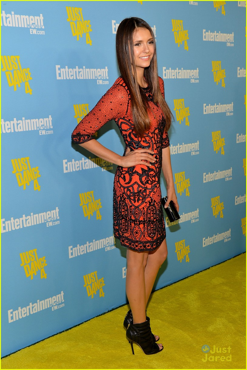 nina dobrev ew comic con party 01
