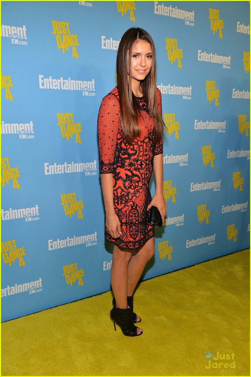 nina dobrev ew comic con party 09