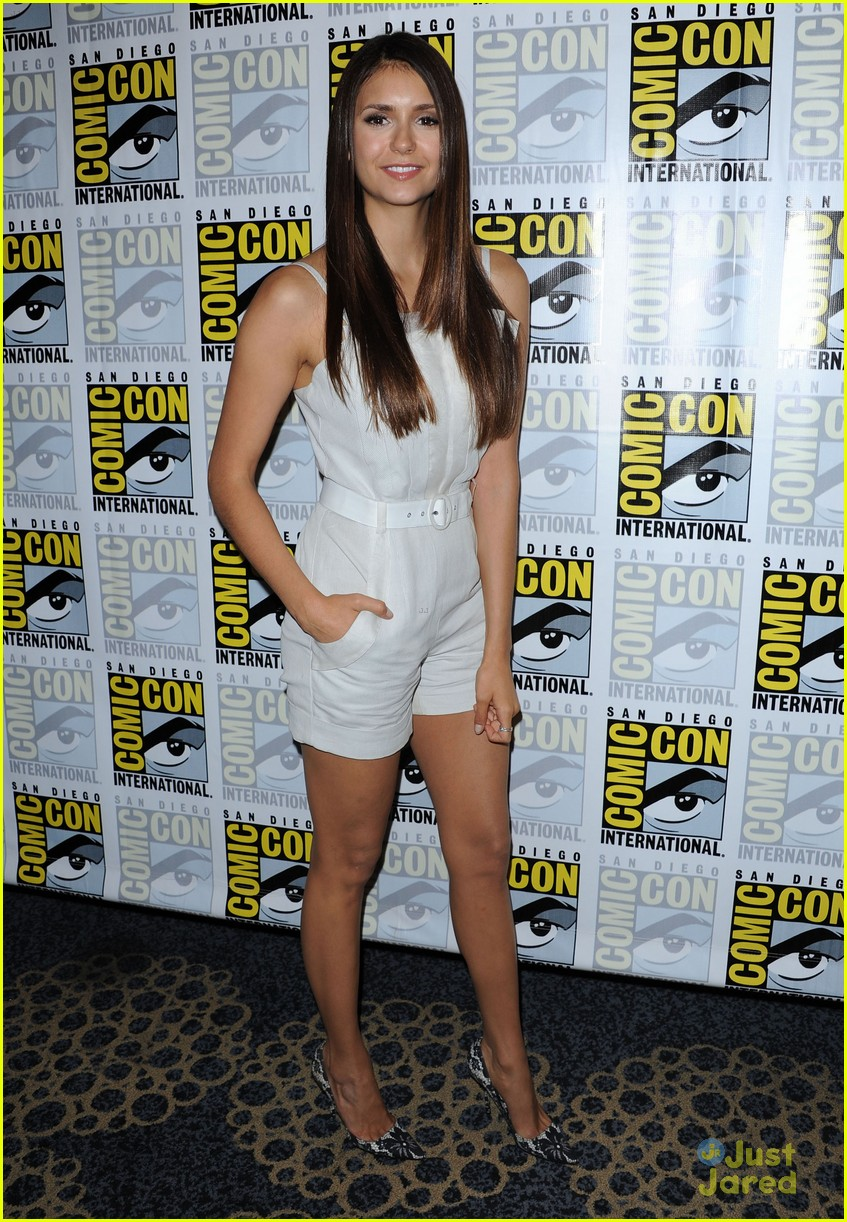 nina dobrev ew comic con party 12