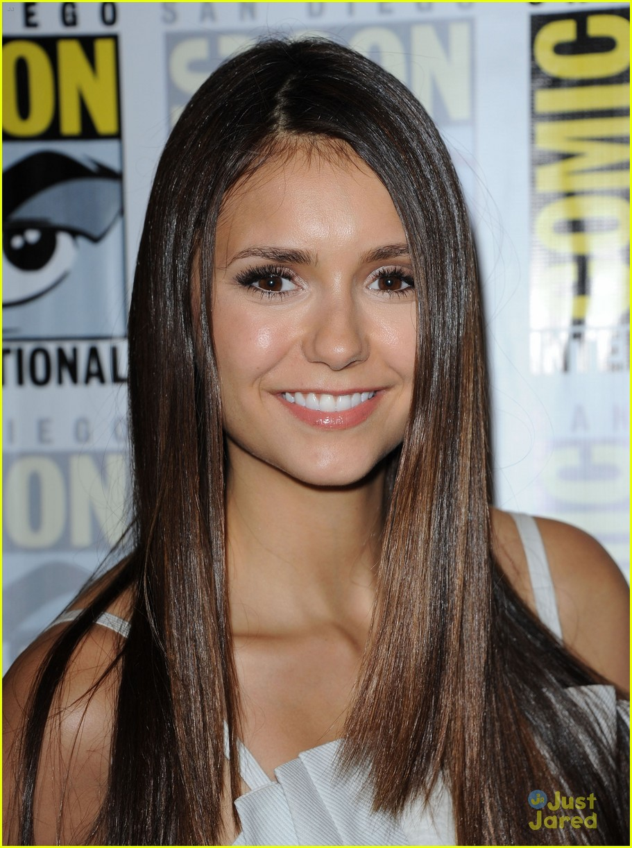 nina dobrev ew comic con party 16