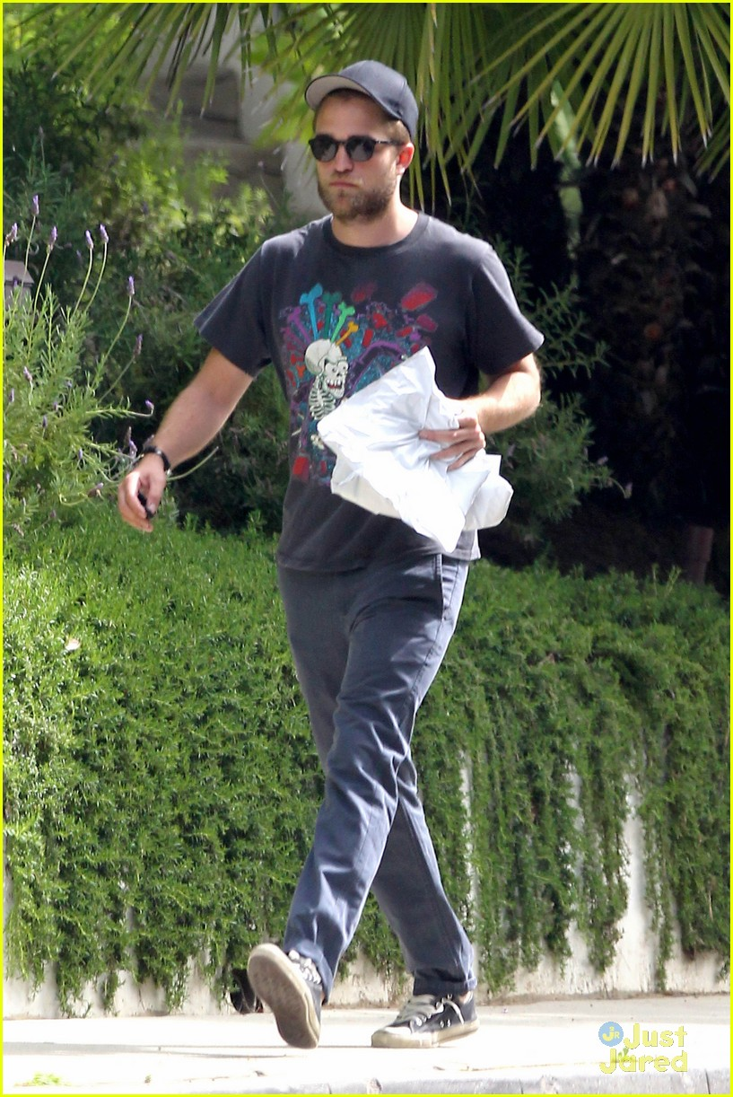 rob pattinson beard paramount 01
