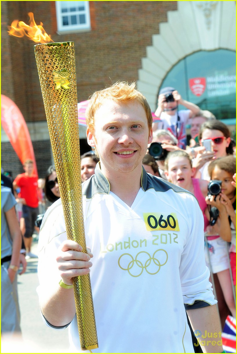 rupert grint olympics torch runner 01