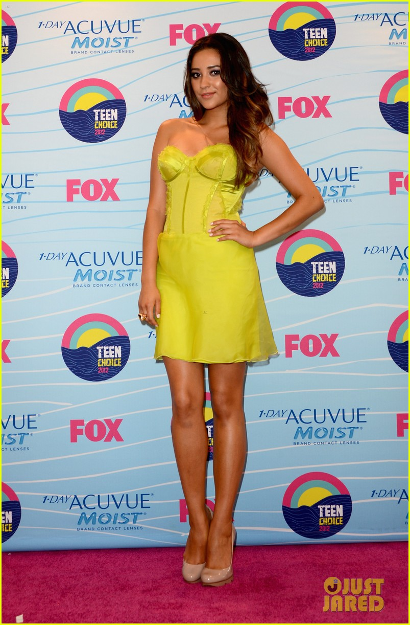 shay mitchell teen choice awards 01