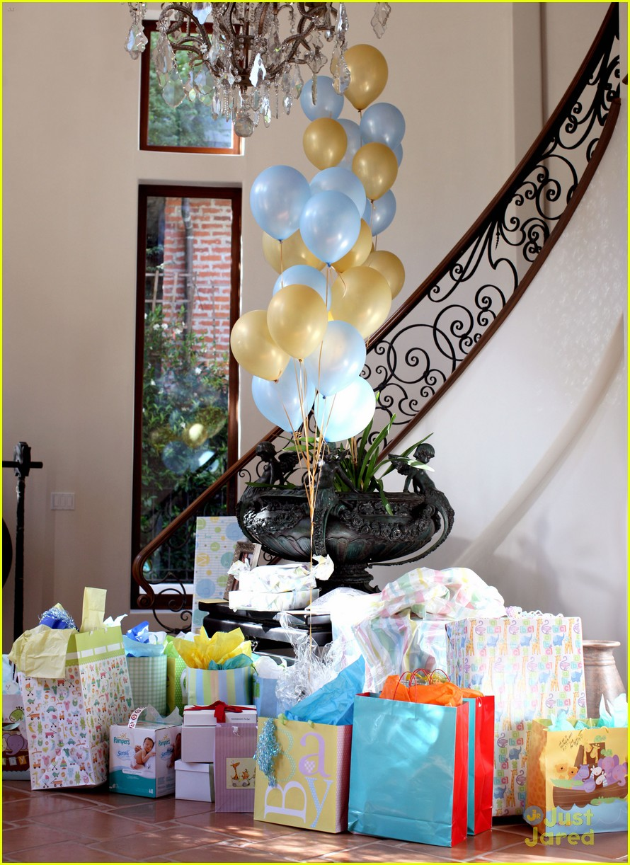 zac efron tiffany thornton baby shower 24