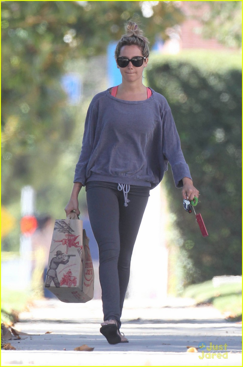 ashley tisdale trader joes run 02