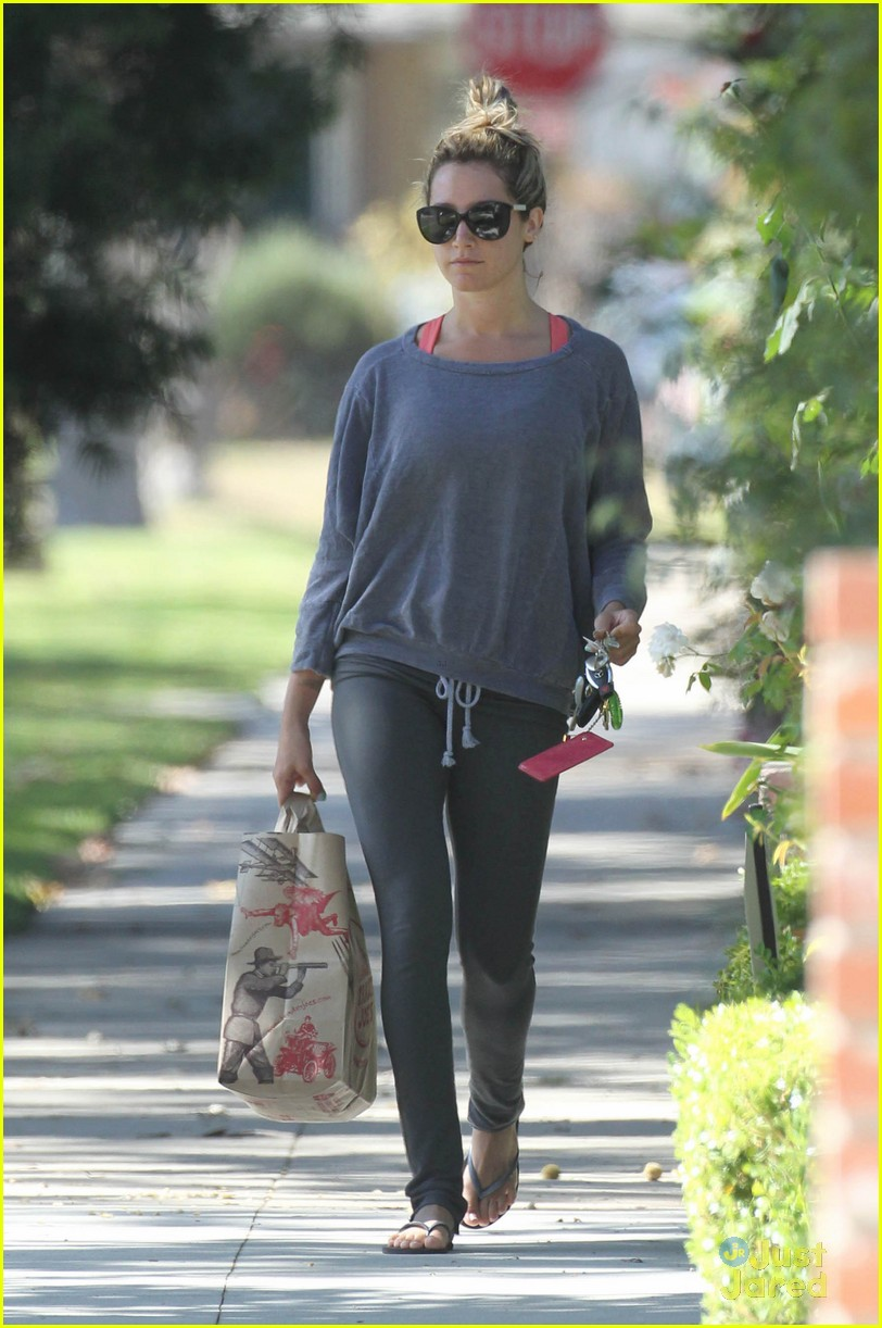 ashley tisdale trader joes run 10