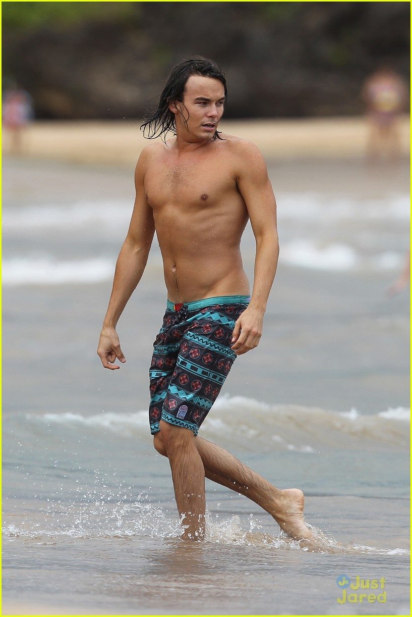 tyler blackburn hawaii vacation 01