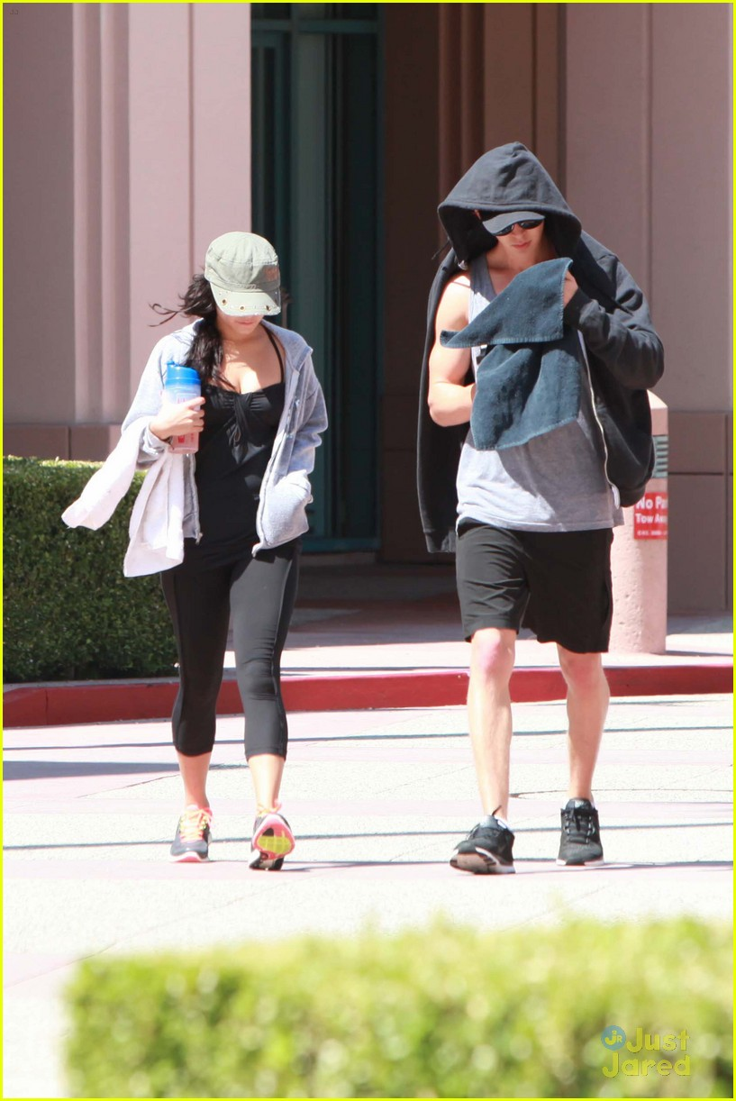 vanessa hudgens nails gym 12