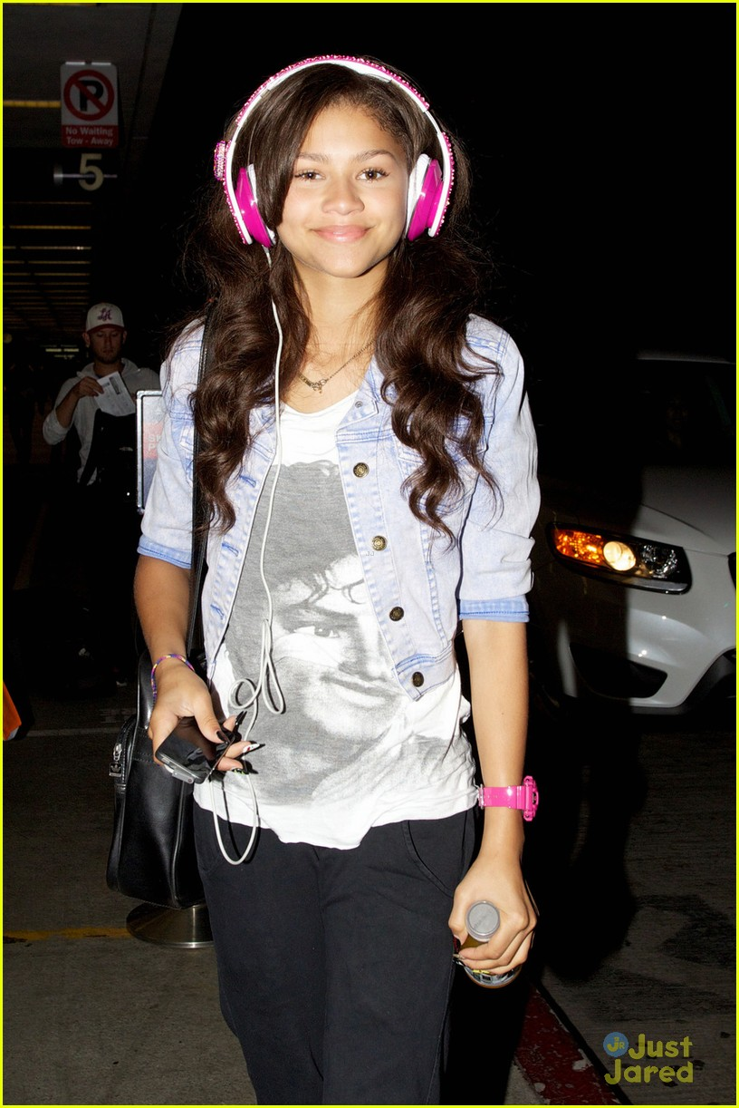 zendaya leaving lax 02