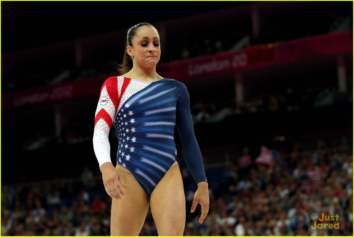 aly raisman gold floor olympics 19