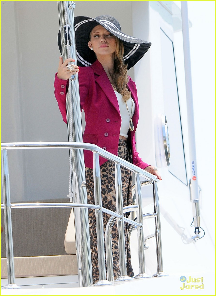annalynne mccord big hat 01