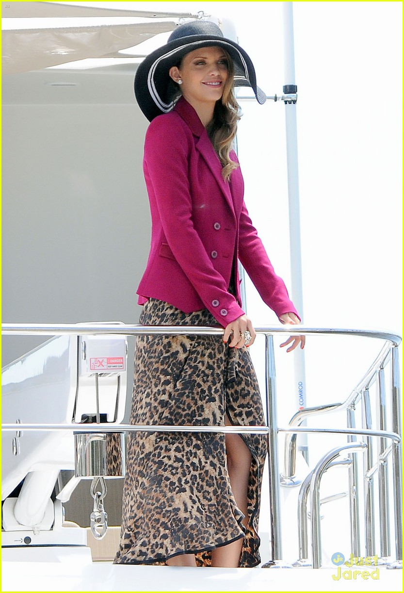 annalynne mccord big hat 16