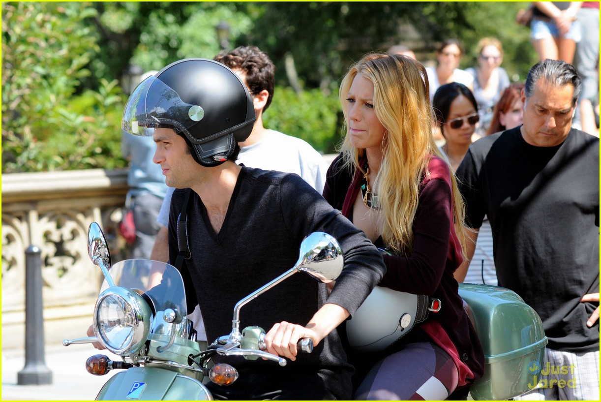 blake lively penn badgley vespa 12